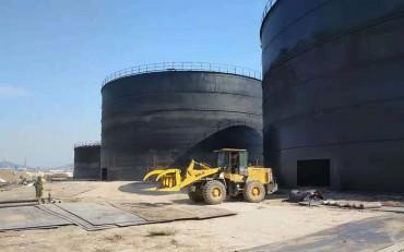 大型立式罐施工现场
